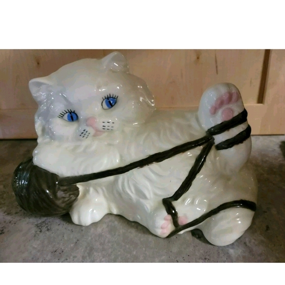 VINTAGE WHITE PERSIAN CERAMIC CAT